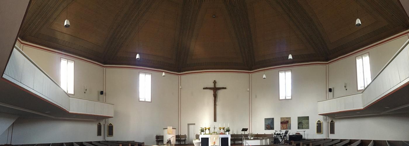 Der Innenraum der Lutherkirche mit seinem achteckigen Grundriss