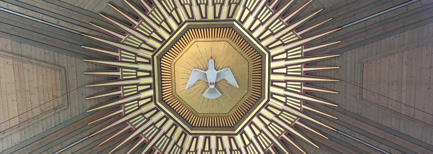 Die Taube als Symbol für den Heiligen Geist im Strahlenkranz