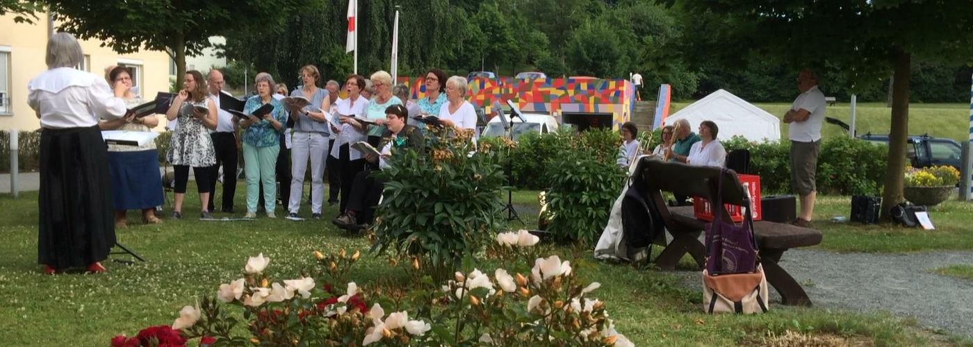 Auftritt des Kirchenchors bei der Sommerserenade im BRK-Heim